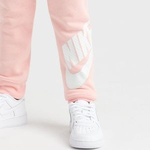 Nike Jogger Sweatpants Girls New with tags